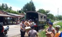 Brimob Salurkan Bantuan Bagi Korban Banjir di Desa Tanjungtirto Lamtim