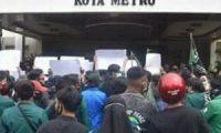 Elemen Mahasiswa Unjuk Rasa ke DPRD Kota Metro, Tolak UU Cipta Kerja