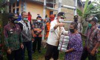 Bupati Lamtim Berikan Bantuan, Polres Lamtim Evakuasi Rumah Korban Puting Beliung
