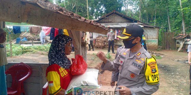 Polres Lampung Timur Distribusikan Bantuan Sembako Mabes Polri Bagi Warga Terdampak  Covid-19